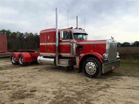 peterbilt   hood  sleeper semi trucks