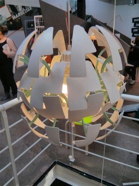lampe aux facettes reglables facon etoile noire de star