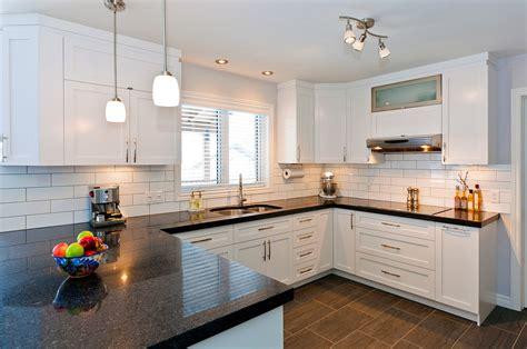 cuisine blanche laqu馥 comptoir cuisine bois salle de montre prcdant suivant avant cuisine nettoyage comptoir de cuisine conception de maison regarding meuble