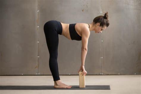 5 Ejercicios De Yoga Con Bloques  Muy Fáciles Uncomo