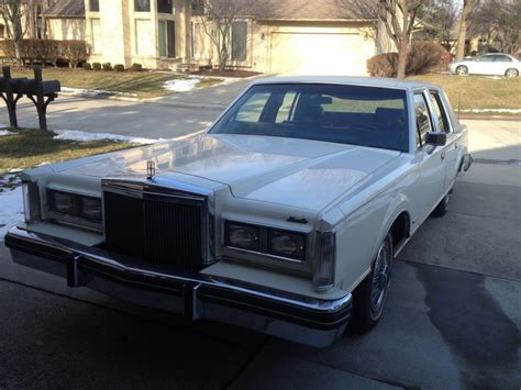 lincoln town car  sale