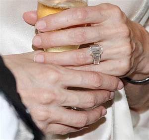 Angelina jolie39s new ring sparks fresh brad pitt wedding for Angelina wedding ring