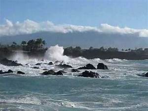Storm Brings High Winds and Huge Waves to Hawaii - YouTube