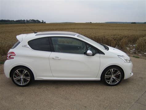 Peugeot 208 Gti 16 Thp 200 Road Test Shows New Hot Hatch