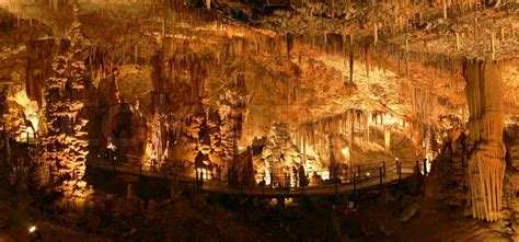 stalaktiten und stalagmiten hoehle stockfoto colourbox