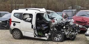 Accident De Voiture Mortel 77 : dordogne deux jeunes d c d s dans un accident de voiture aubas sud ~ Medecine-chirurgie-esthetiques.com Avis de Voitures