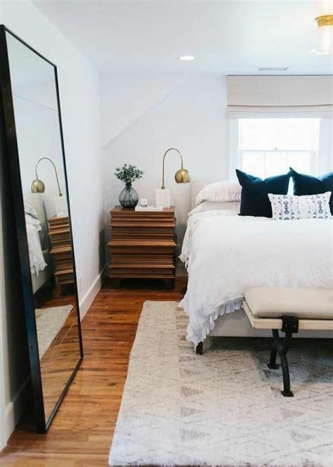 taille chambre miroir dans chambre a coucher maison design modanes com