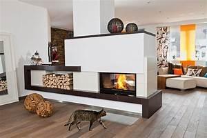 Moderne Kamine Als Raumteiler : poli kachelofen 3 0 poli 28 ~ Markanthonyermac.com Haus und Dekorationen