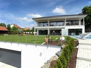 Moderne Häuser Mit Pool : modernes fertighaus von baufritz haus riederle ~ Markanthonyermac.com Haus und Dekorationen