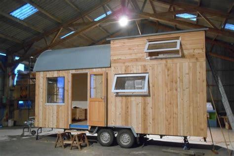 ty rodou la mini maison en bois sur roues