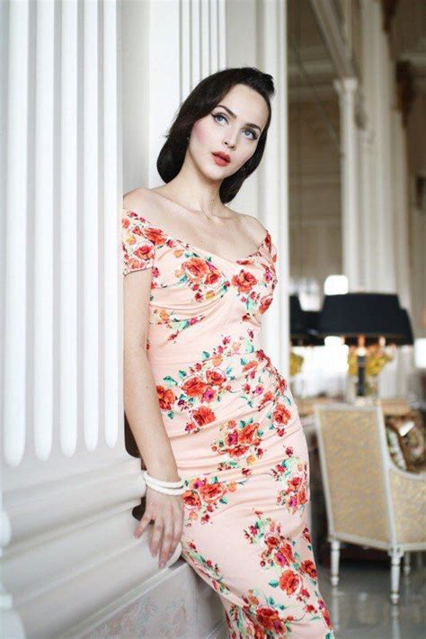 Pin by Natalie Thime on Idda Van Munster | Fitted floral ...