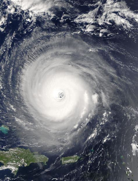 what is a hurricane l file hurricane isabel 14 sept 2003 1445z jpg wikimedia