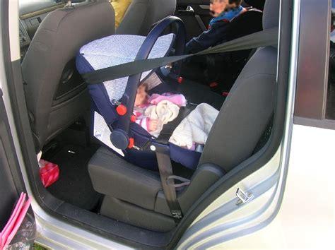 siege auto qui tourne sièges bébé système isofix installation critique