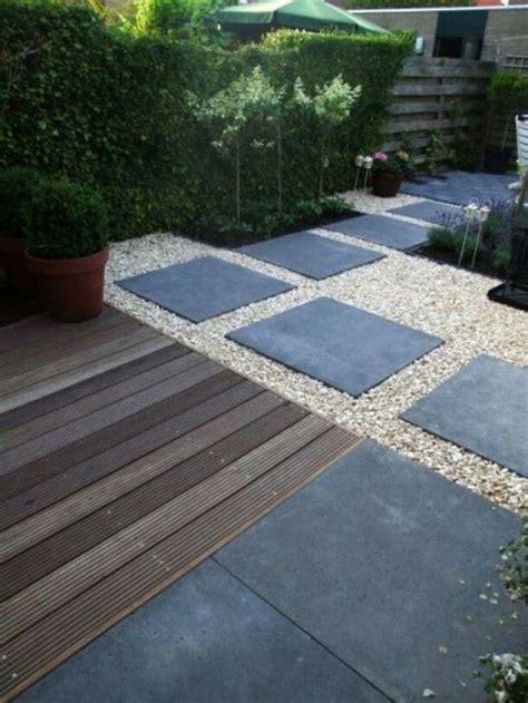 charcoal slabs  quartz gravel front yard plan