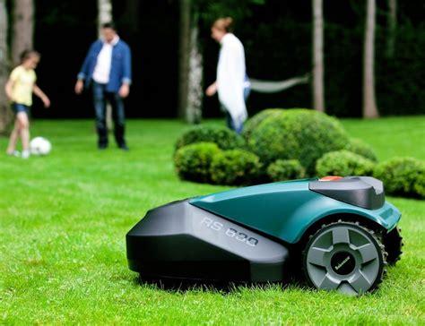 robot lawn mower robomow robotic lawn mower 187 gadget flow
