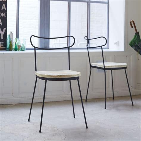 chaise en métal chaise en metal et pin lina chaises en bois pour
