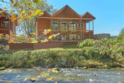 river retreat cabin  river view  private pool