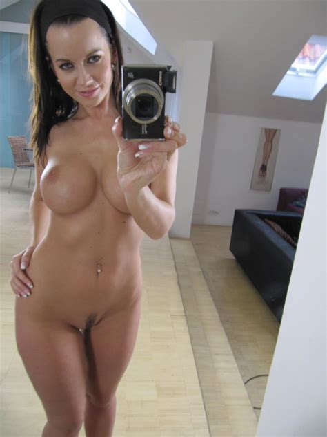 Curvy Milf Selfie Bobs And Vagene