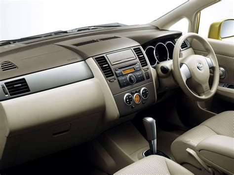 Nissan Tiida (2004) - picture 5 of 29