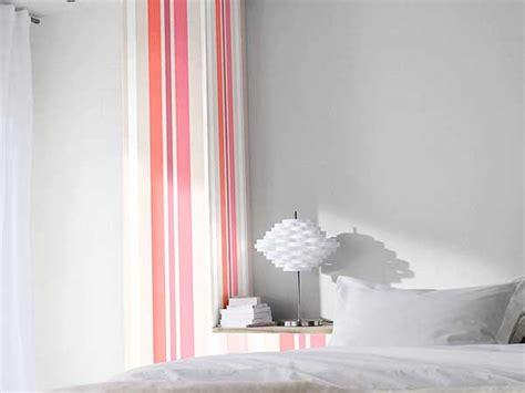 palette de couleur pour cuisine lé de papier peint à rayures taupe et castorama