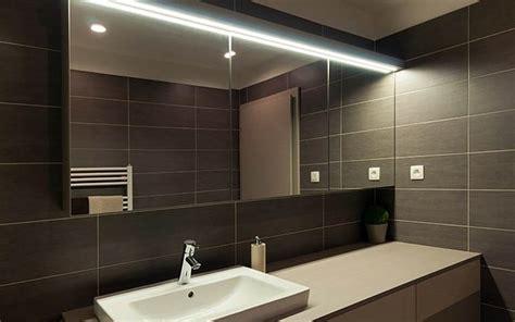 cuisine toute blanche choisir éclairage led salle de bain