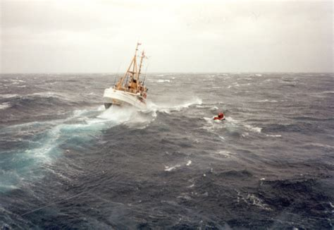 Fishing Boat Storm Movie by The Perfect Storm At 20 Ships On The Shore
