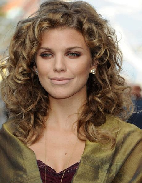 curly hairstyles  oval faces