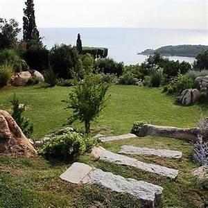 17 meilleures idees a propos de jardin en pente sur With awesome amenagement de jardin avec des pierres 0 des plantes pour les murets en pierres