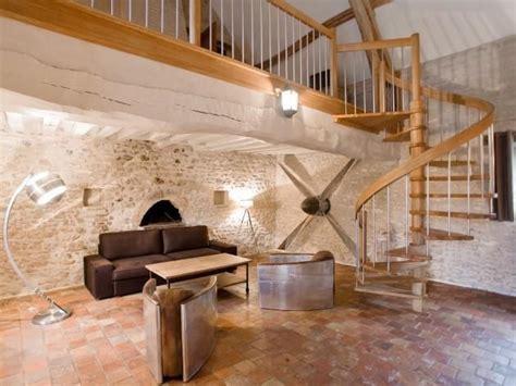 petit salon sous la mezzanine escalier helicoidale ajoure