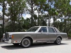 Lincoln Town Car Sedan 1989 Silver For Sale  1lnbm83f6ky607807 1989 Lincoln Towncar Cartier   No