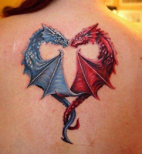 Modèle De Tatouage De Deux Dragons Qui Forment Un Coeur