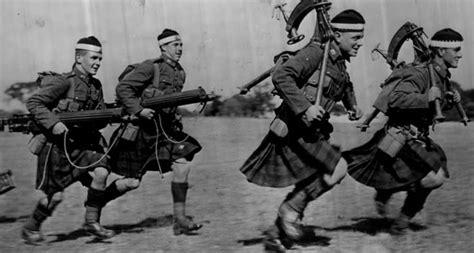 scottish machine gunners with two vickers machine gun ww