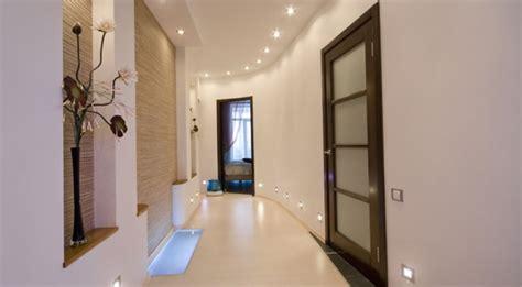 cuisine en couloir décoration peinture couloir entrée