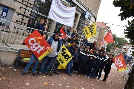 bureau service issoire les facteurs d 39 issoire en grève ont manifesté devant le
