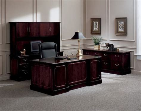 traditional office desks best 25 executive office decor ideas on