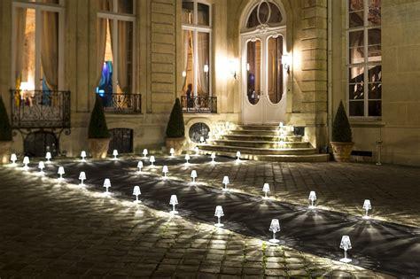 scopri lampada senza fili battery led ricarica usb prugna  kartell   design italia