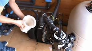 Comment Réamorcer Une Pompe De Piscine : comment nettoyer le pr filtre d 39 une pompe filtration piscine ~ Dailycaller-alerts.com Idées de Décoration