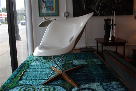 chaise a bascule charles eames la chaise lounge chair by charles and eames