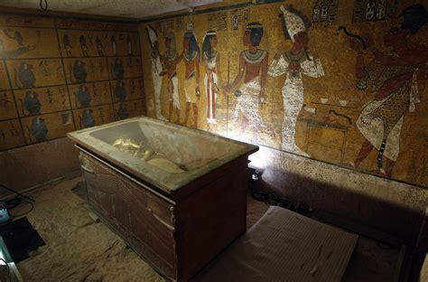 Lost Queen Nefertiti Buried In Her Son Tutankhamun's Tomb
