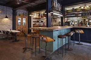 Bar Style Industriel : finesse et l gance dans le restaurant italien margherita ~ Teatrodelosmanantiales.com Idées de Décoration