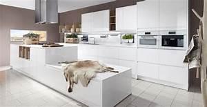 Weisse Küche Hochglanz : grifflose wei e k che mit kochinsel hochglanz lack wohnen pinterest hochglanz lack k che ~ Sanjose-hotels-ca.com Haus und Dekorationen