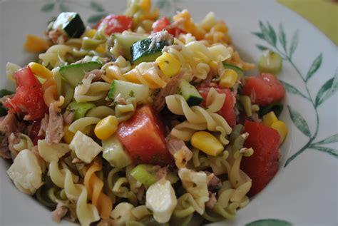 d 233 lices confession salade de p 226 tes au thon au ma 239 s et aux tomates cerises