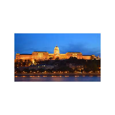 Buda Castle at Night by hanciong on deviantART