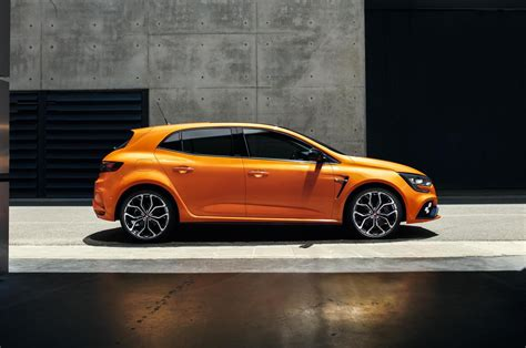 2018 Renault Megane R.S. revealed with potent 1.8T ...