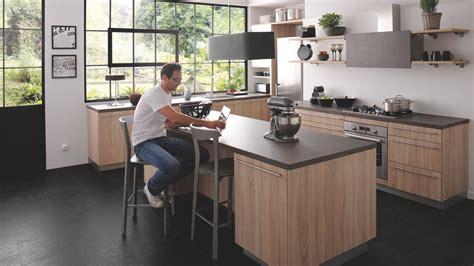 cuisine b cuisine équipée industrielle avec îlot trend bois