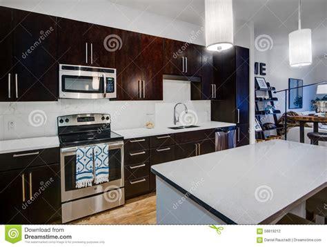 cuisine d appartement cuisine moderne d 39 appartement photo stock image 58819212