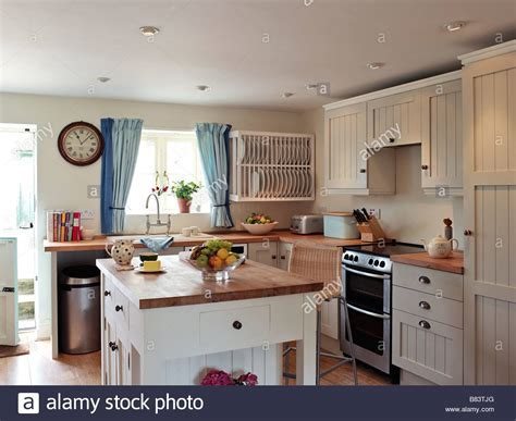 shaker style kitchen with white panel cupboards and