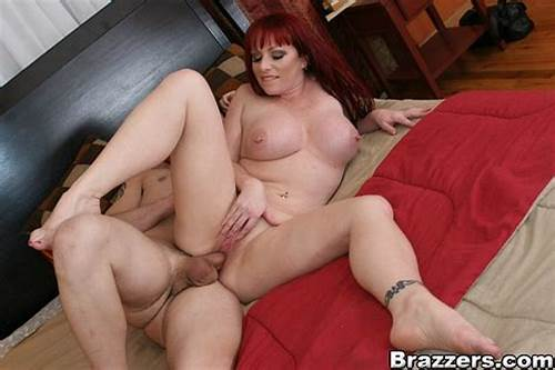 Red Haired Lady Shows Off Her Harming Puss In A String