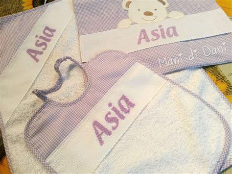 set asilo ricamato a punto croce bavetta asciugamano e sacchetto con nome asia baby