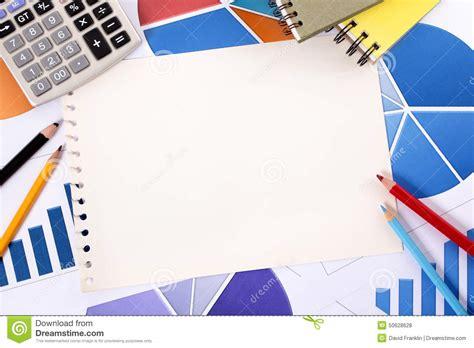 finansiell bakgrund med tomma anteckningsboksidor